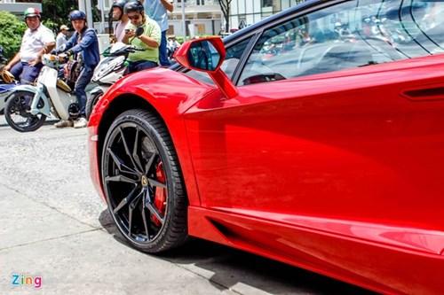 Sieu xe Aventador Roadster di do xang o Sai Gon hinh anh 8