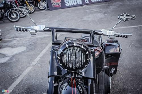 Xe Harley-Davidson Street Glide do banh lon cua Duc Tao Pho hinh anh 5