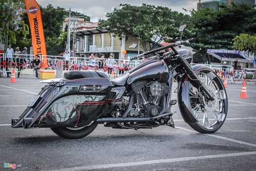 Xe Harley-Davidson Street Glide do banh lon cua Duc Tao Pho hinh anh 2