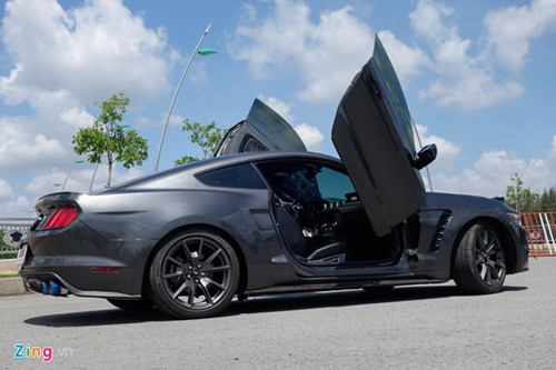 Ford Mustang do kieu Lamborghini het 250 trieu dong hinh anh 3