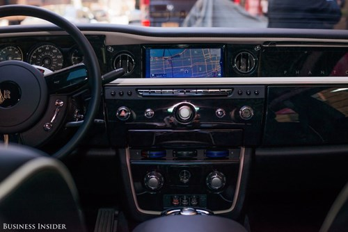 Rolls-Royce Phantom - tuong dai cua the gioi xe sieu sang hinh anh 13