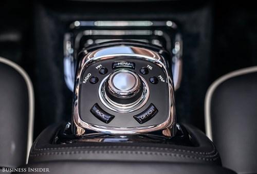 Rolls-Royce Phantom - tuong dai cua the gioi xe sieu sang hinh anh 14