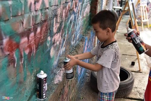 Ngay hoi ve graffiti tren oto the thao, xe vespa tai Ha Noi hinh anh 10