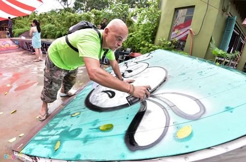 Ngay hoi ve graffiti tren oto the thao, xe vespa tai Ha Noi hinh anh 2