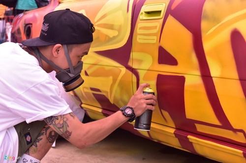 Ngay hoi ve graffiti tren oto the thao, xe vespa tai Ha Noi hinh anh 7