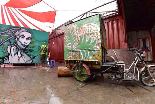 Ngay hoi ve graffiti tren oto the thao, xe vespa tai Ha Noi hinh anh 9