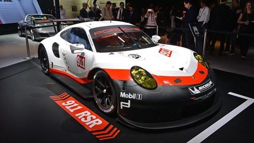 Porsche gioi thieu xe dua 911 RSR dong co dat giua hinh anh 1