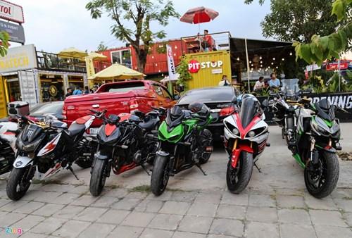 Hang chuc moto va sieu xe tap trung o Sai Gon hinh anh 2