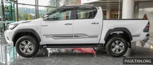 Cận cảnh Toyota Hilux bản đặc biệt mới tại Malaysia - Ảnh 3.
