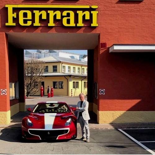 Ông chủ hãng Pagani nhận siêu xe Ferrari F12tdf hàng thửa - Ảnh 1.