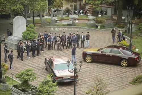 Hà Nội: Rolls-Royce Silver Spirit Mark I và Ghost mạ vàng cùng nhau xuất hiện - Ảnh 1.