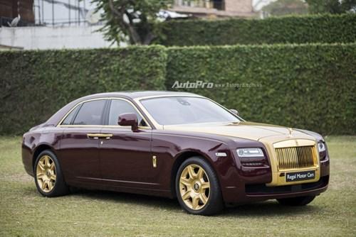 Hà Nội: Rolls-Royce Silver Spirit Mark I và Ghost mạ vàng cùng nhau xuất hiện - Ảnh 2.