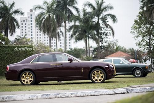Hà Nội: Rolls-Royce Silver Spirit Mark I và Ghost mạ vàng cùng nhau xuất hiện - Ảnh 3.