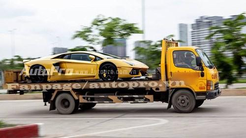 Hot girl đánh thức Sài Gòn lúc nữa đêm bằng màn nẹt pô trên Lamborghini Aventador - Ảnh 3.