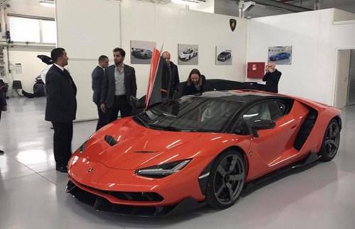 Siêu xe triệu USD Lamborghini Centenario màu đen nhám đầu tiên trên thế giới - Ảnh 2.