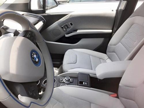 Xe điện BMW i3 của ông chủ Mai Linh tái xuất tại Sài thành - Ảnh 7.