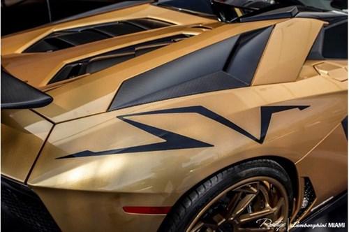 Vẻ đẹp siêu xe hàng hiếm Lamborghini Aventador SV Roadster màu vàng đồng - Ảnh 11.