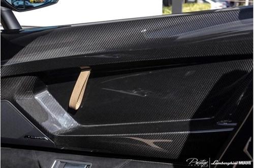 Vẻ đẹp siêu xe hàng hiếm Lamborghini Aventador SV Roadster màu vàng đồng - Ảnh 10.