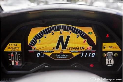 Vẻ đẹp siêu xe hàng hiếm Lamborghini Aventador SV Roadster màu vàng đồng - Ảnh 4.