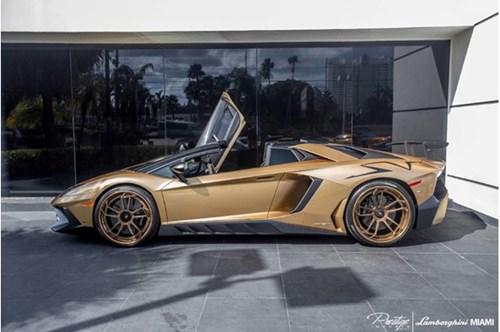 Vẻ đẹp siêu xe hàng hiếm Lamborghini Aventador SV Roadster màu vàng đồng - Ảnh 3.