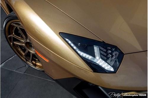 Vẻ đẹp siêu xe hàng hiếm Lamborghini Aventador SV Roadster màu vàng đồng - Ảnh 6.