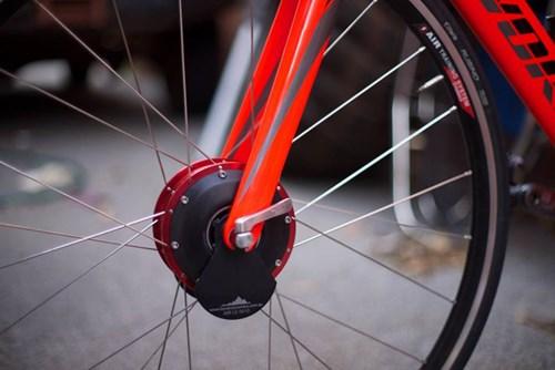 Thiết bị thông minh ngược đời để làm xe đạp đi chậm - Ảnh 2.