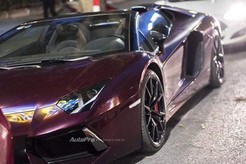 Bắt gặp Lamborghini Aventador Roadster màu cánh gián đi chơi cuối tuần - Ảnh 2.
