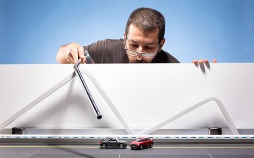 Audi đặt làm quảng cáo xe sang giá 160.000 đô, anh chàng này chỉ dùng 40 đô, thêm tài Photoshop mà làm sản phẩm đẹp không tin được - Ảnh 7.