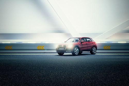 Audi đặt làm quảng cáo xe sang giá 160.000 đô, anh chàng này chỉ dùng 40 đô, thêm tài Photoshop mà làm sản phẩm đẹp không tin được - Ảnh 8.