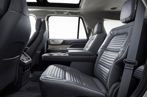 SUV hạng sang cỡ lớn Lincoln Navigator 2018 ra mắt với thiết kế thanh lịch và nội thất tiện nghi - Ảnh 9.