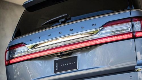 SUV hạng sang cỡ lớn Lincoln Navigator 2018 ra mắt với thiết kế thanh lịch và nội thất tiện nghi - Ảnh 17.
