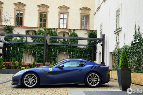 Hàng hiếm Ferrari F12tdf màu lạ xuất hiện tại Cộng hòa Séc - Ảnh 9.
