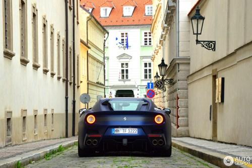Hàng hiếm Ferrari F12tdf màu lạ xuất hiện tại Cộng hòa Séc - Ảnh 6.