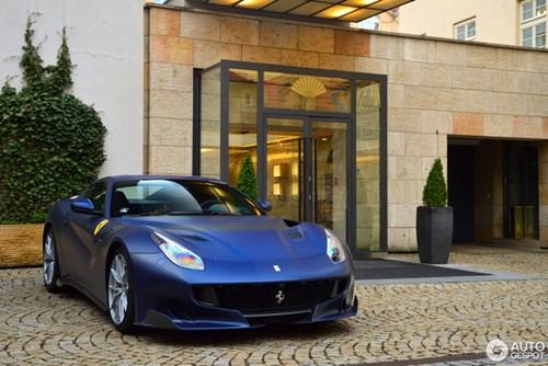 Hàng hiếm Ferrari F12tdf màu lạ xuất hiện tại Cộng hòa Séc - Ảnh 1.