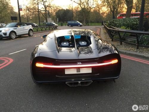 Vẻ đẹp của siêu xe 2,5 triệu USD, Bugatti Chiron đầu tiên tại Anh quốc - Ảnh 9.