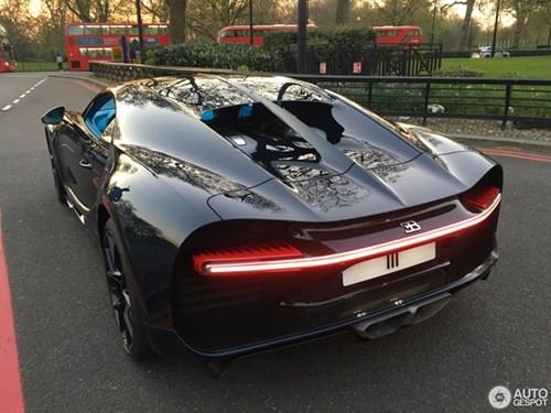 Vẻ đẹp của siêu xe 2,5 triệu USD, Bugatti Chiron đầu tiên tại Anh quốc - Ảnh 8.