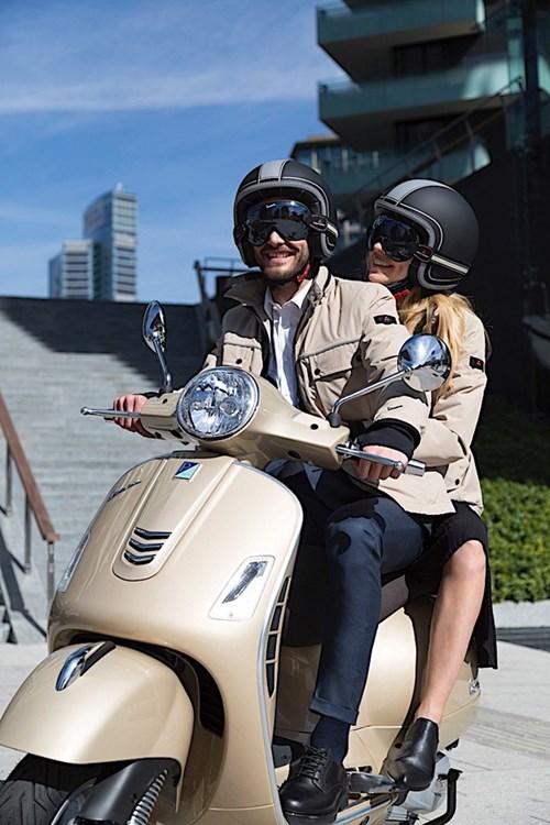 Vespa ra mắt bộ sưu tập phụ kiện thời trang mới - Ảnh 1.