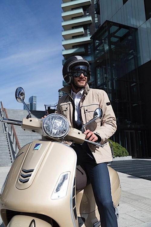 Vespa ra mắt bộ sưu tập phụ kiện thời trang mới - Ảnh 2.