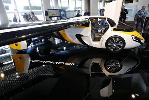 Cận cảnh ô tô bay triệu đô trong triển lãm nhà giàu Top Marques Monaco 2017 - Ảnh 2.