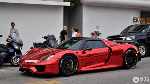 Tức nổ mắt với bộ áo đỏ crôm trên siêu xe triệu đô Porsche 918 Spyder - Ảnh 2.