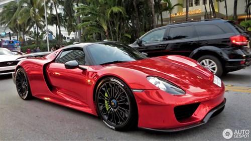 Tức nổ mắt với bộ áo đỏ crôm trên siêu xe triệu đô Porsche 918 Spyder - Ảnh 1.