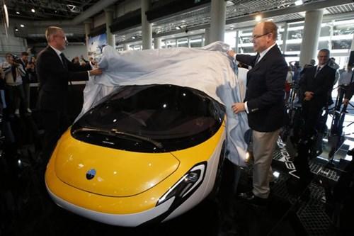 Cận cảnh ô tô bay triệu đô trong triển lãm nhà giàu Top Marques Monaco 2017 - Ảnh 1.