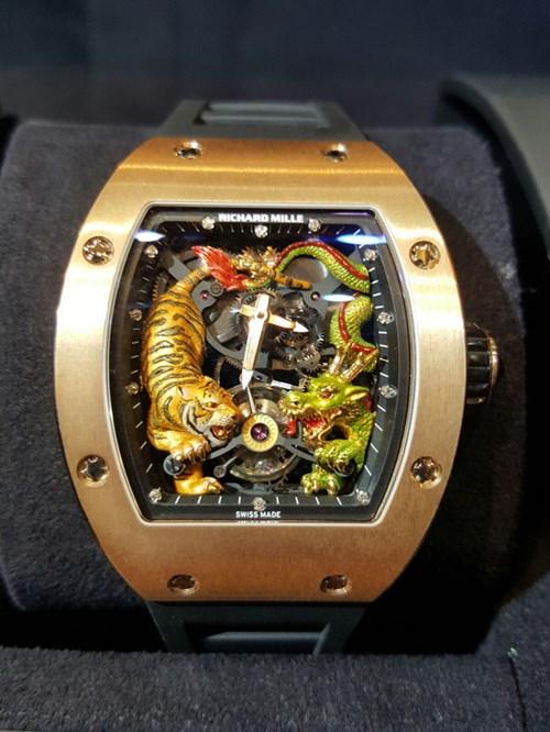 Khám phá chiếc đồng hồ 18 tỉ của đại gia Minh Nhựa - Ảnh 2.