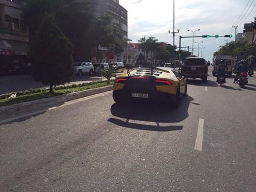 Cặp đôi Lamborghini Huracan độ khủng, biển VIP, đọ dáng cùng nhau tại Đà Nẵng - Ảnh 16.