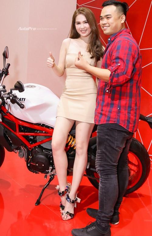Nữ hoàng nội y Ngọc Trinh đến gian hàng của Ducati chọn xe - Ảnh 4.