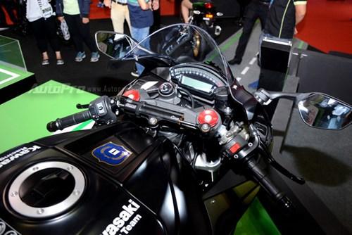 Chiêm ngưỡng vẻ đẹp sexy của siêu mô tô bản giới hạn Kawasaki Ninja ZX-10RR 2017 - Ảnh 9.
