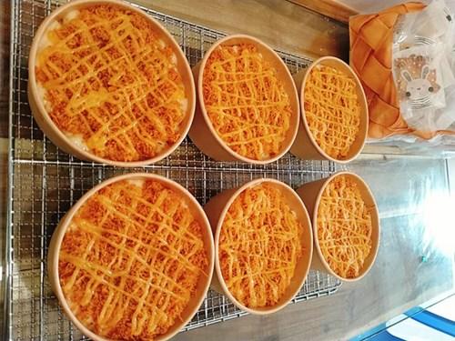Bếp bánh nhà chị Hà năm nay thiếu vắng bánh Trung thu. Chị ưu tiên làm các loại bánh thông dụng, ăn hàng ngày.