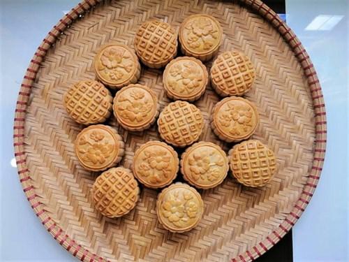 Nhiều nơi đã ngưng sản xuất, hàng bánh Trung thu truyền thống nổi tiếng Hà Nội ra sao? - Ảnh 2.