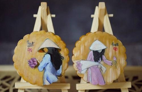 Bánh nhân thập cẩm, đậu xanh nhưng được khoác lên mặt bánh là những bức tranh.