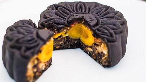 Còn mẫu bánh này được làm từ than tre.